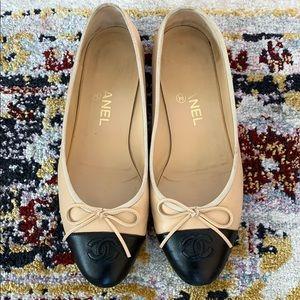 Chanel beige black ballerina flats Sz 38.5
